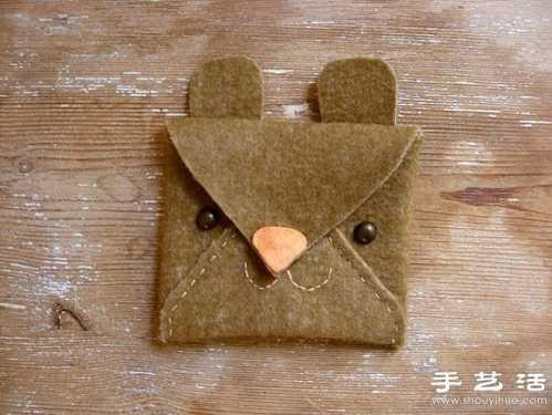 不织布手工制作可爱动物卡包,选用毛毡布或是皮革等稍有硬度的材料就
