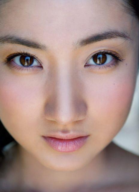 纱绫裸_入江菱纱 巨乳小学生《纱绫》10年后待望的全裸写真集